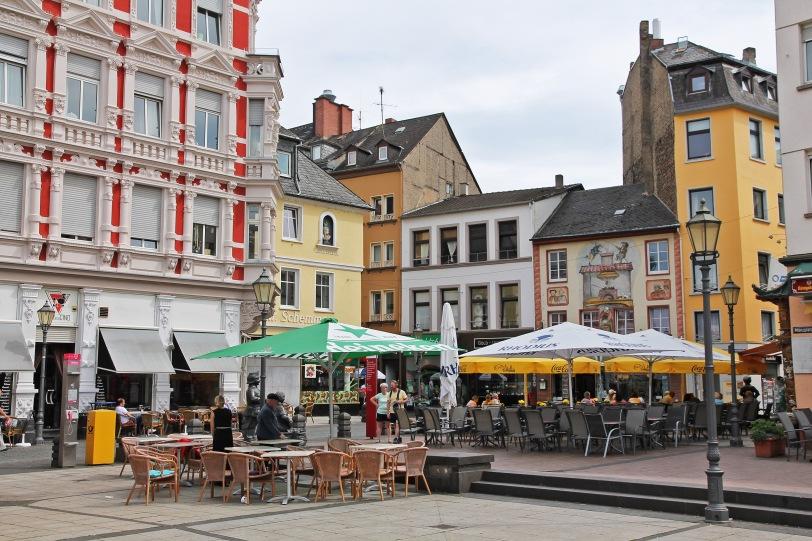 Münzplatz. Can you spot the Augenroller?
